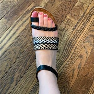Patterned cute trendy sandals!